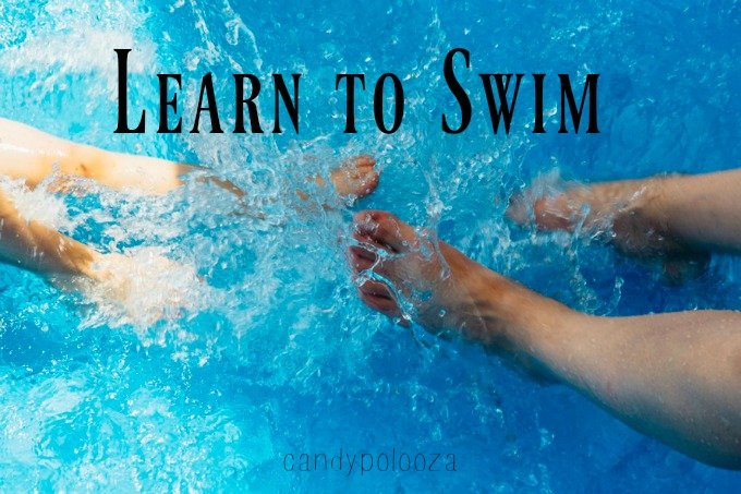 learn how to swim This is because swimming requires controlled breathing when your face is in the water, which takes time to learn to progress as a swimmer, you need to take lessons, but you can start learning to swim by trying a number of things on your own.